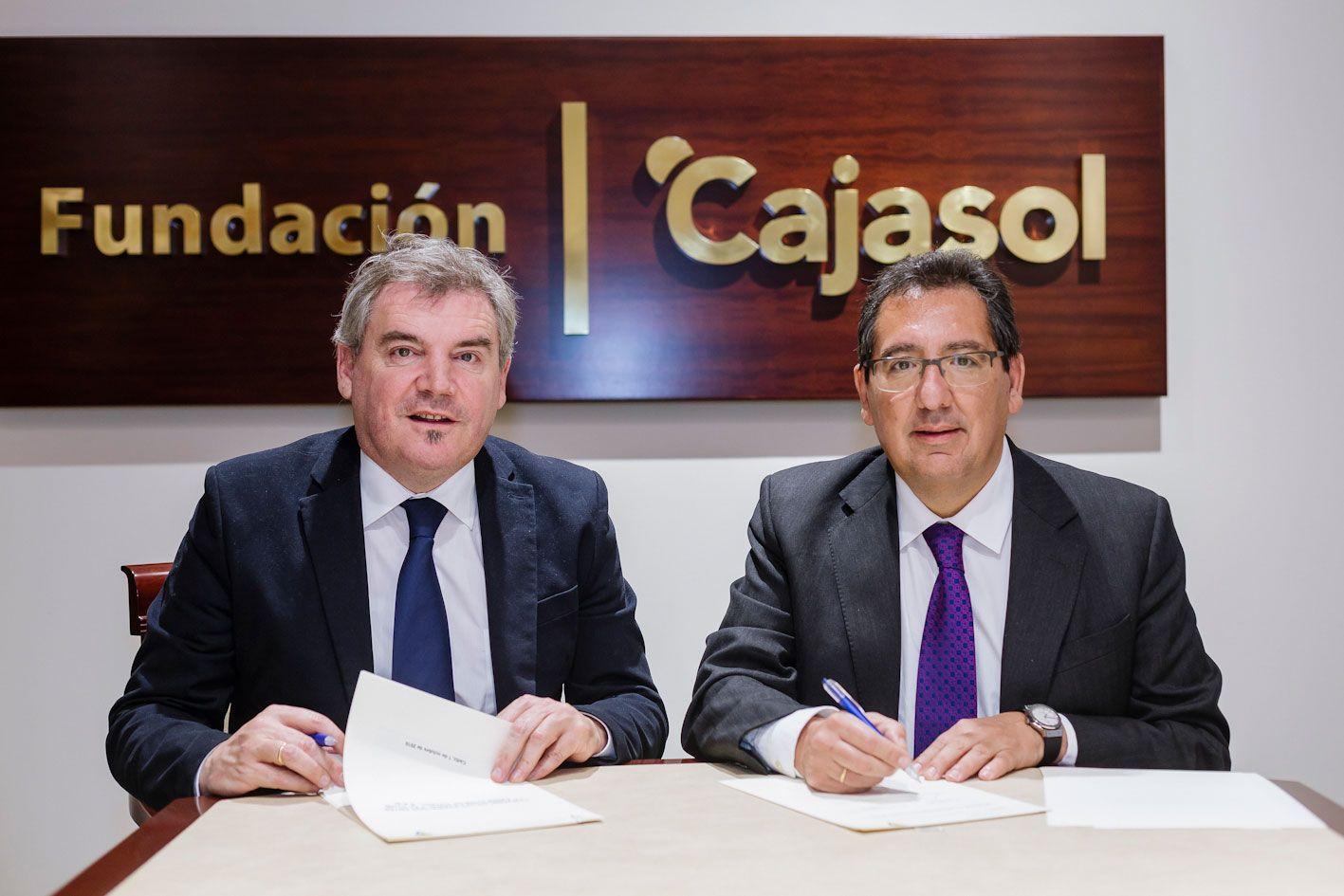 Antonio Pulido, Fundación Cajasol, y Manuel Vizcaíno, presidente del Cádiz Club de Fútbol