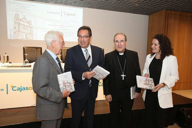 Antonio Pulido, presidente de la Fundación Cajasol, en la presentación del libro 'La propiedad de la Iglesia de la Merced'