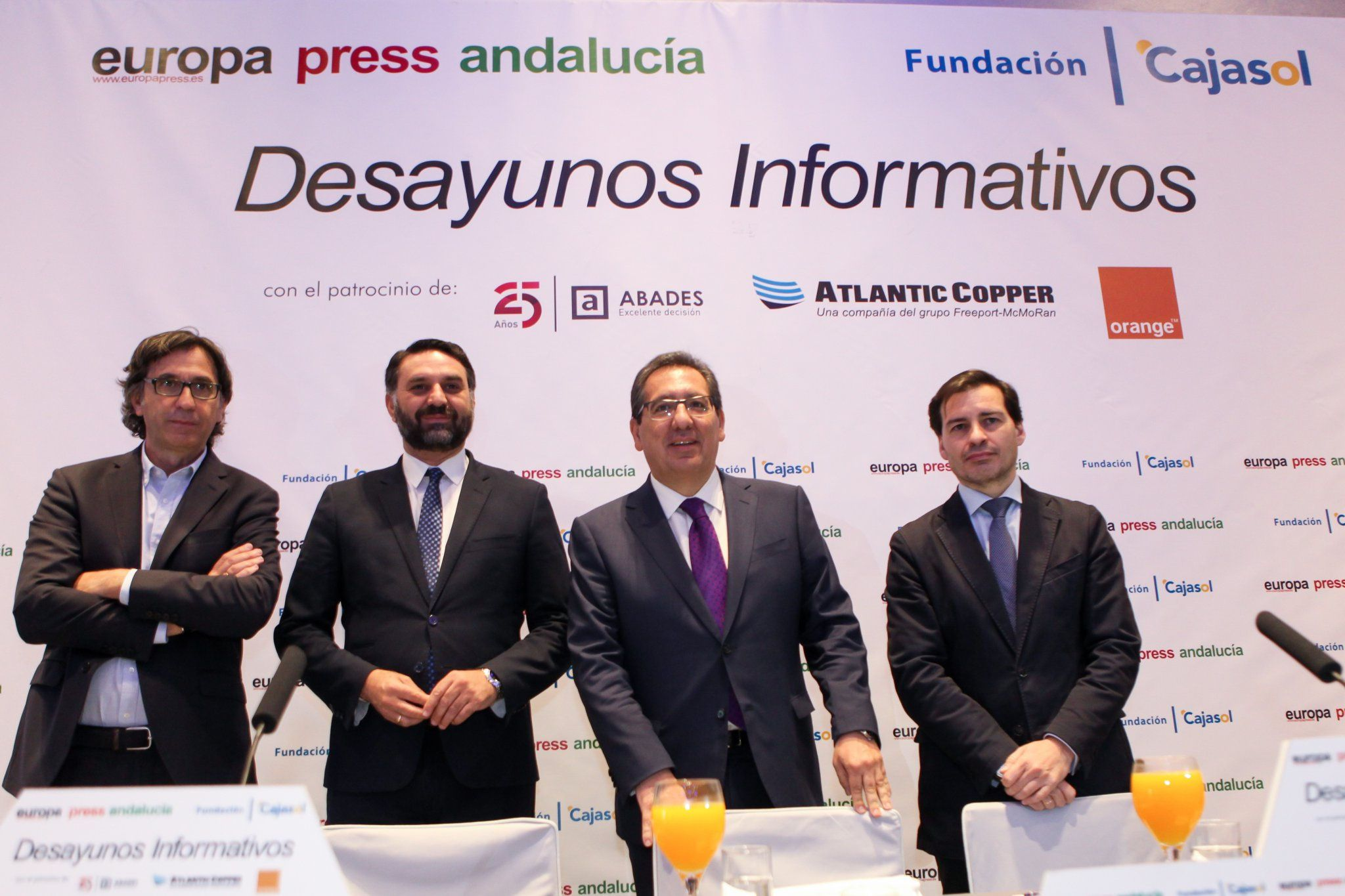 Antonio Pulido en los Desayunos Informativos de Europa Press Andalucía con el Consejero de Turismo y Deporte de la Junta de Andalucía, Francisco Javier Fernández