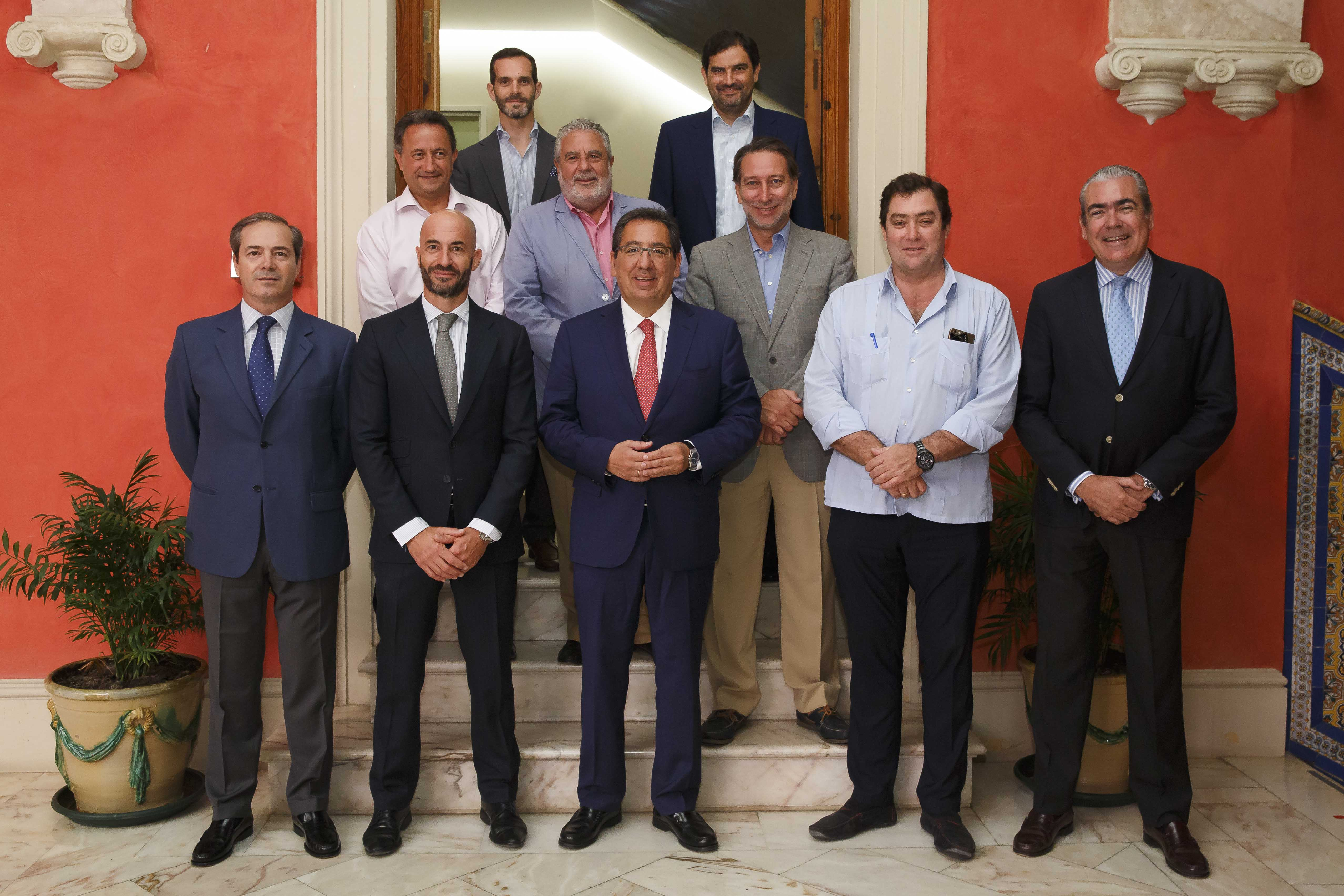 Antonio Pulido, presidente de la Fundación Cajasol, Álvaro Guillén, presidente de LANDALUZ, y miembros del Consejo Asesor de Andaluces Compartiendo