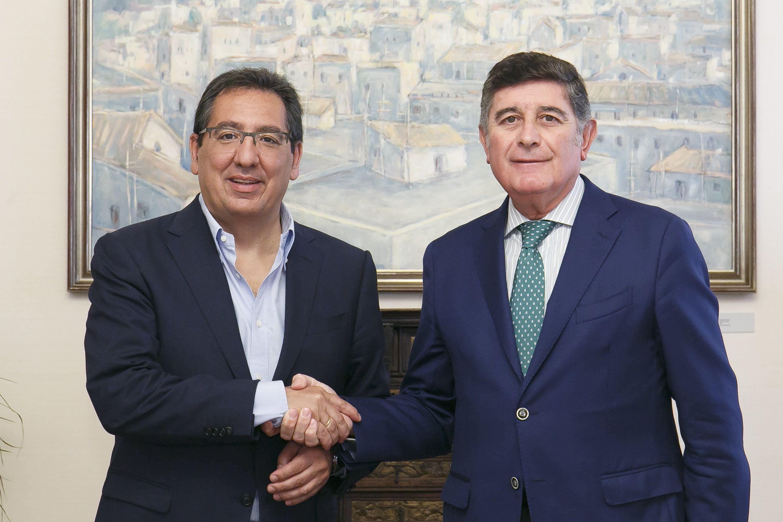 A través del convenio que mantiene con la Fundación MEHUER, y que, junto con Manuel Pérez, su presidente, hemos renovado un año más, la Fundación Cajasol concederá dos becas de investigación de terapias y tratamientos para enfermedades consideradas raras.