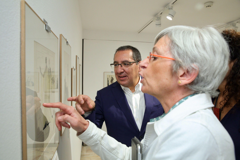 Inauguración de 'La elegancia del dibujo. Crónica de París' de Sáenz de Tejada en la Sala Murillo de la Fundación Cajasol