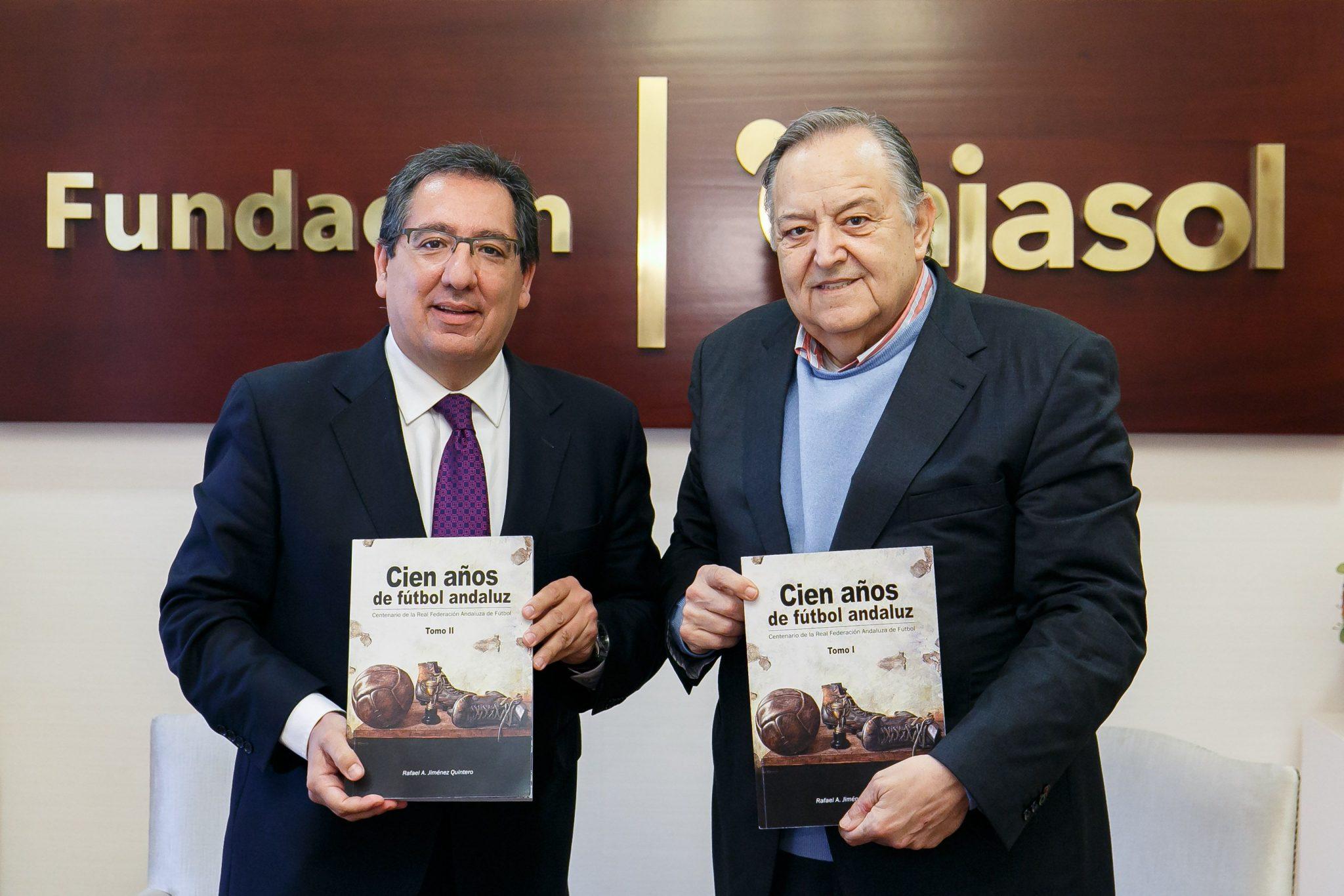 La Fundación Cajasol ha firmado un acuerdo para editar junto a la Real Federación Andaluza de Fútbol el libro Cien años de Fútbol Andaluz.
