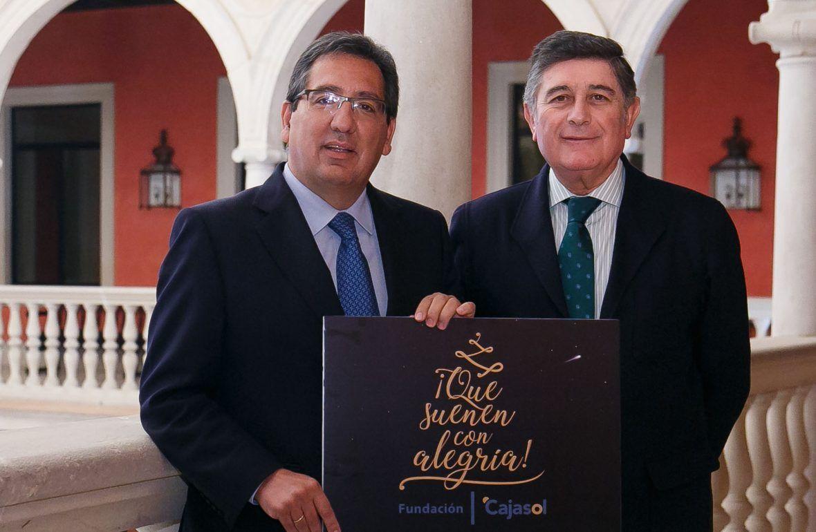 """Hemos hecho entrega al presidente de la Fundación MEHUER, Manuel Pérez, de los beneficios obtenidos en el concierto """"¡Que suenen con alegría!""""."""