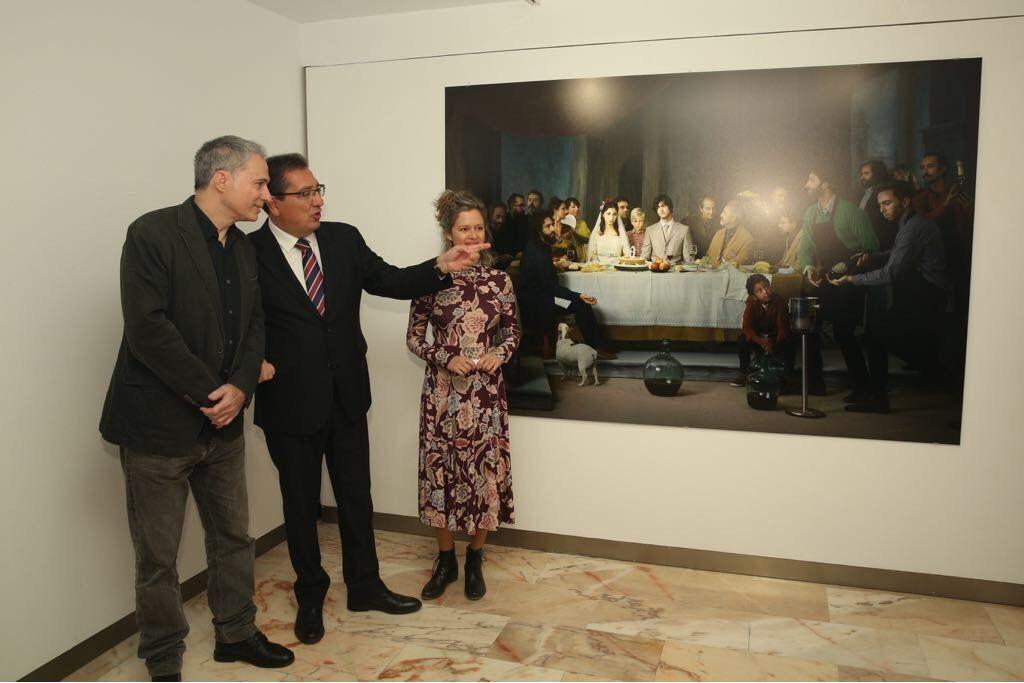 La Fundación Cajasol ha inaugurado este viernes 16 de febrero la exposición 'Murillo fotógrafo', de la mano de Antonio Pulido, presidente de la Fundación Cajasol, Laura León y José Antonio de Lamadrid, comisarios y responsables de la muestra