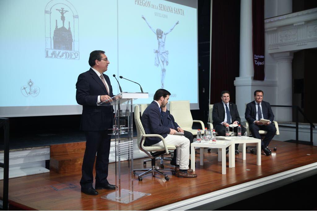 La sede de la Fundación Cajasol en Sevilla ha acogido este lunes 19 de marzo, la presentación del libro del Pregón de la Semana Santa 2018 de Sevilla, de José Ignacio del Rey Tirado.