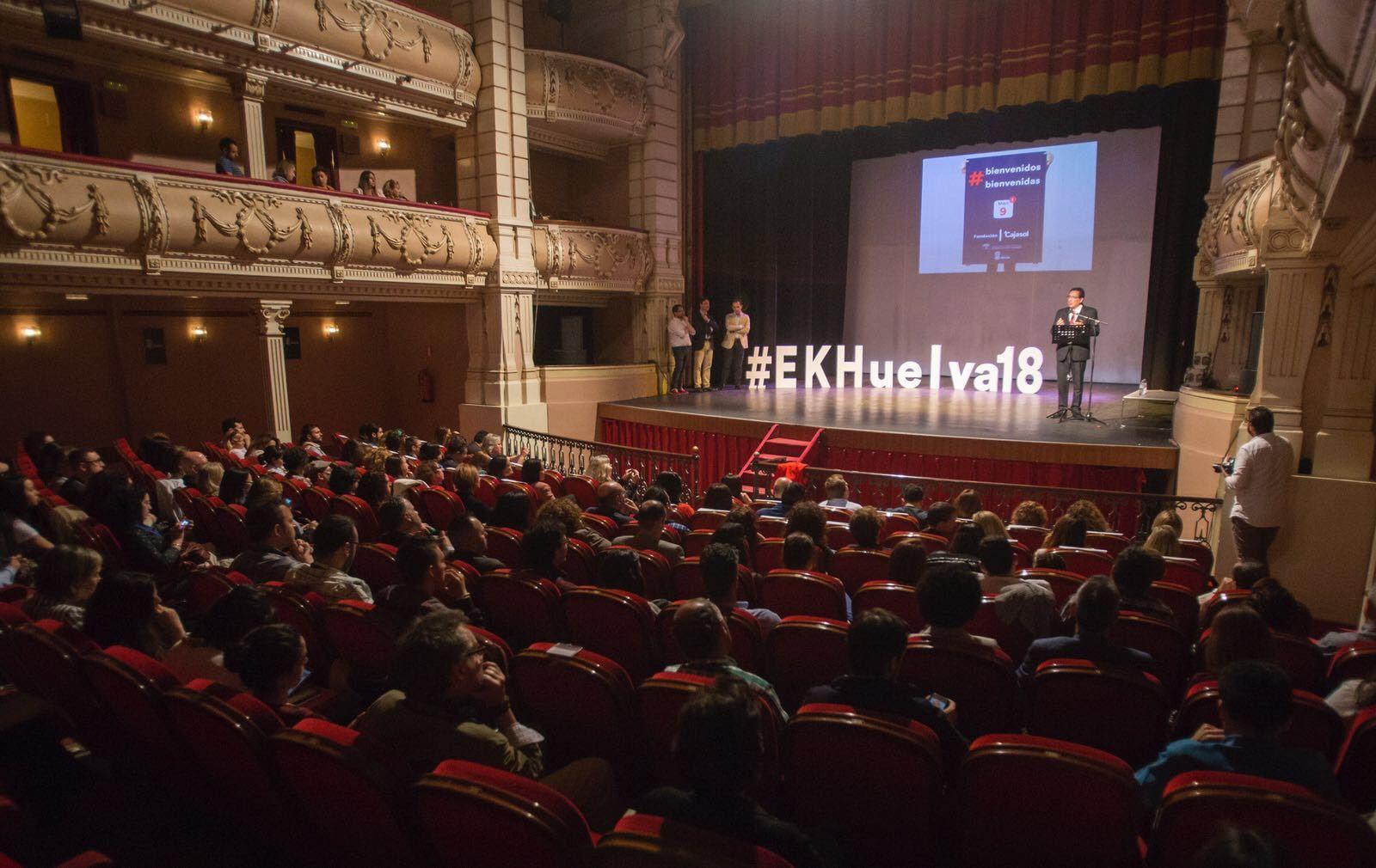 El acto de clausura del Espacio Knowmads estuvo presidido por el presidente de la Fundación Cajasol, Antonio Pulido, que estuvo acompañado por el delegado territorial de Economía, Innovación, Ciencia y Empleo, Manuel Ceada; y el concejal de Empleo, Desarrollo Económico y Proyectos del Ayuntamiento de Huelva, Jesús Bueno.