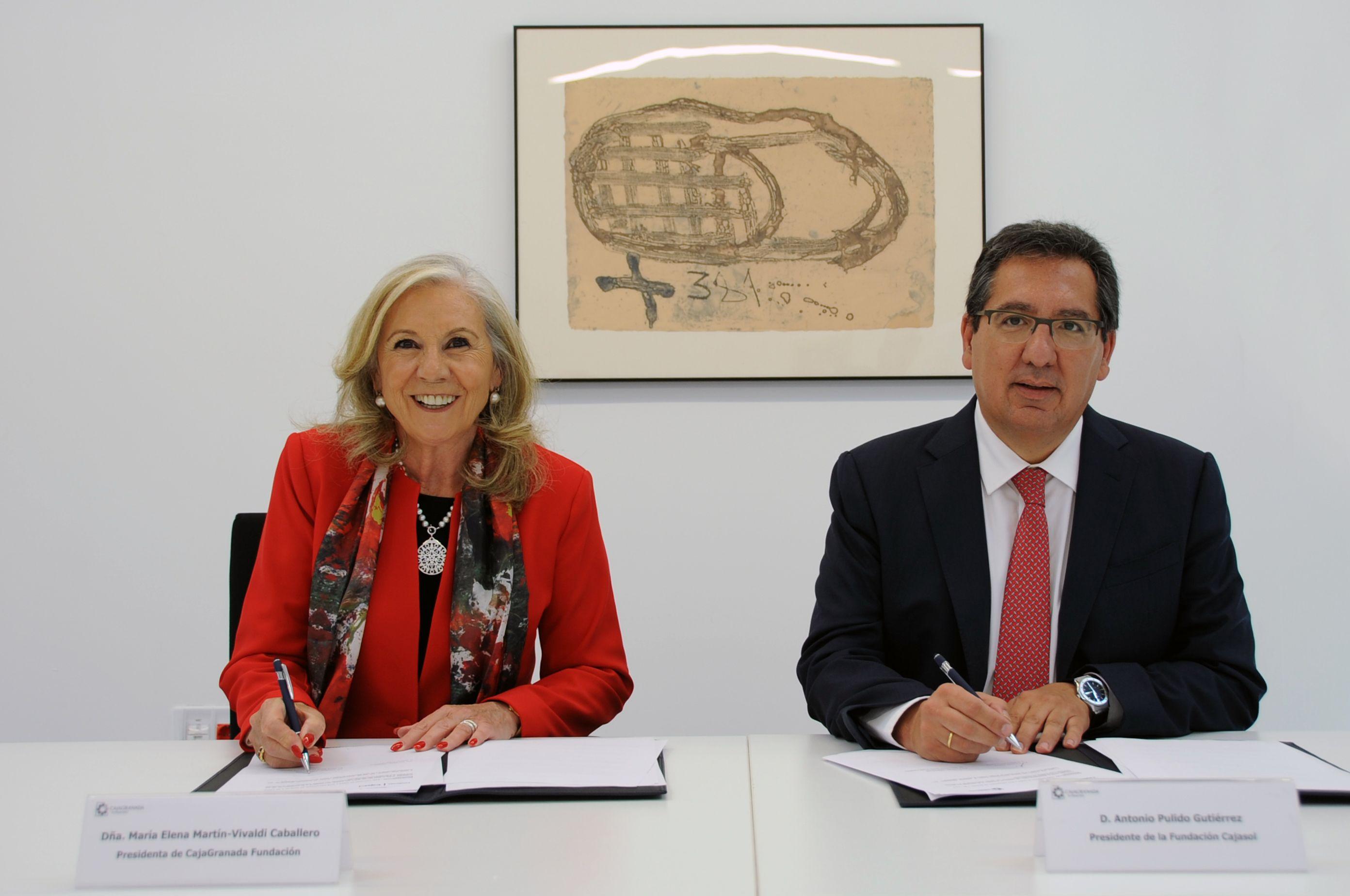 La presidenta de CajaGranada Fundación, María Elena Martín-Vivaldi, y el presidente de Cajasol, Antonio Pulido; han suscrito un acuerdo de colaboración para el patrocinio de actividades culturales, formativas y empresariales en el Centro Cultural Memoria de Andalucía.