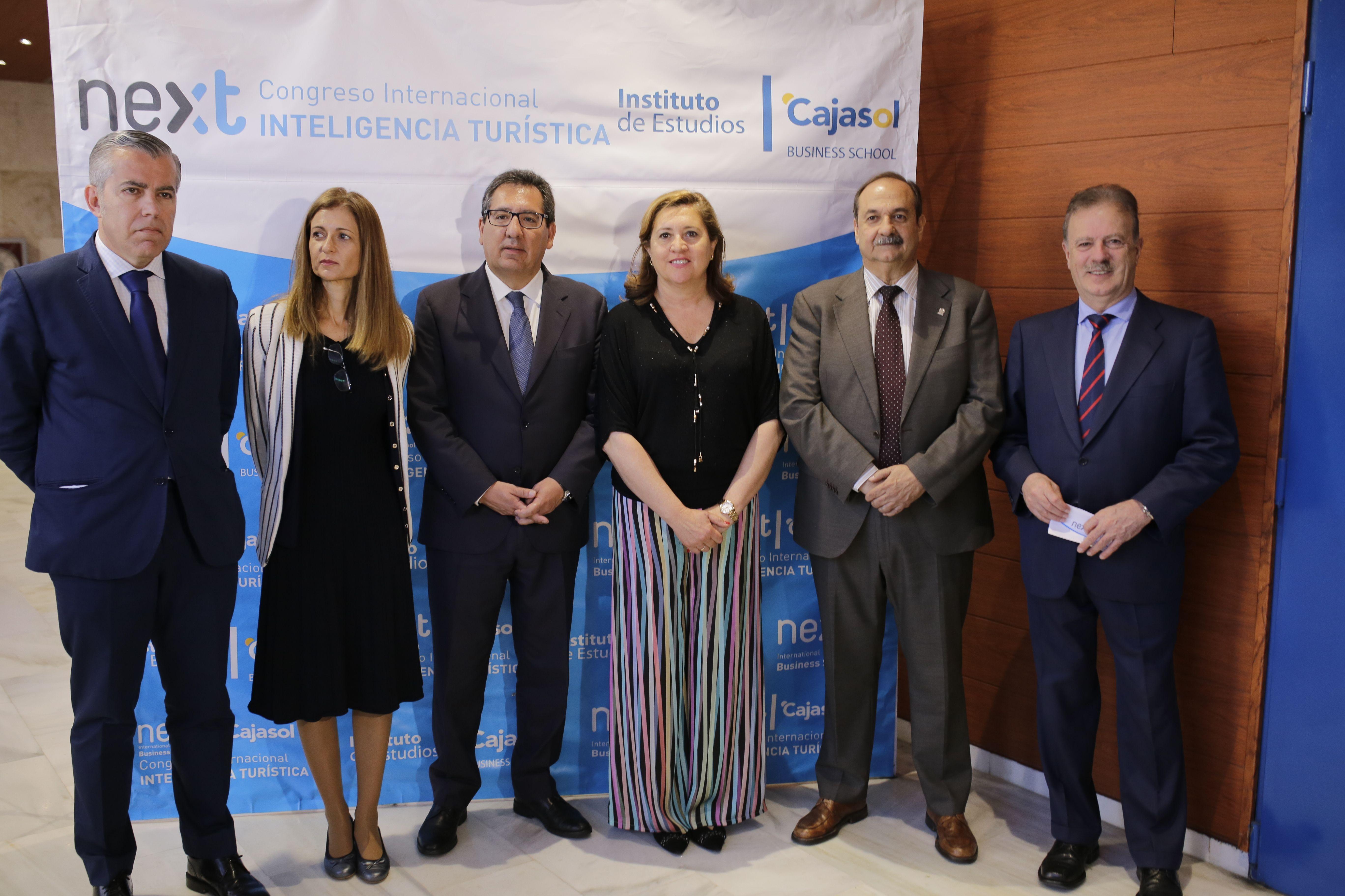 Expertos del área del Turismo han debatido hoy cuestiones tan relevantes como la Turismofobia en la II Jornada de Inteligencia Turística de Toledo, organizada por el Instituto de Estudios Cajasol y Next International Business School .