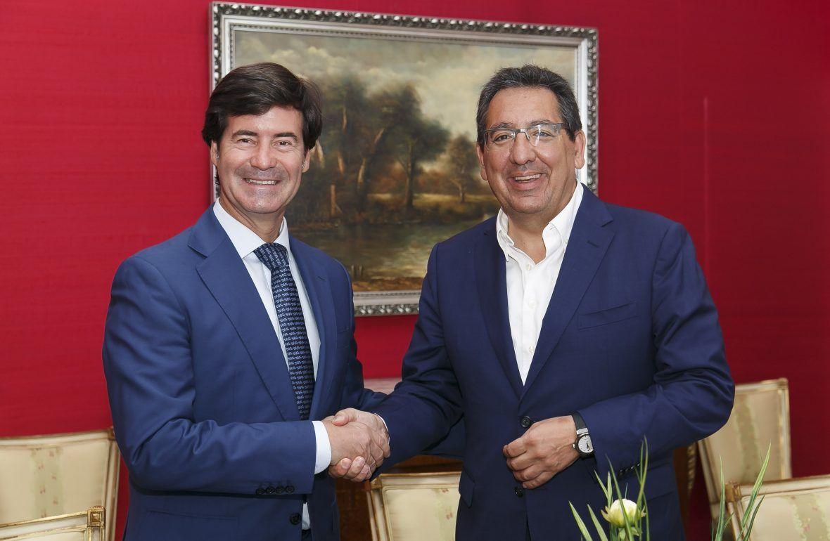 Antonio Pulido, Presidente de la Fundación Cajasol, y Miguel Rus, Presidente de CES renuevan acuerdo de colaboración
