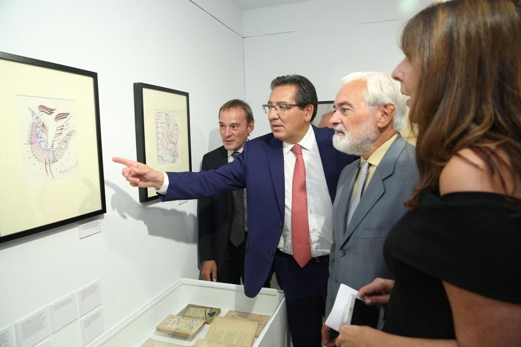 La Fundación Cajasol ha inaugurado Los Nuestros. Un puente de palabras, un recorrido por España e Hispanoamérica a través de sus escritores.
