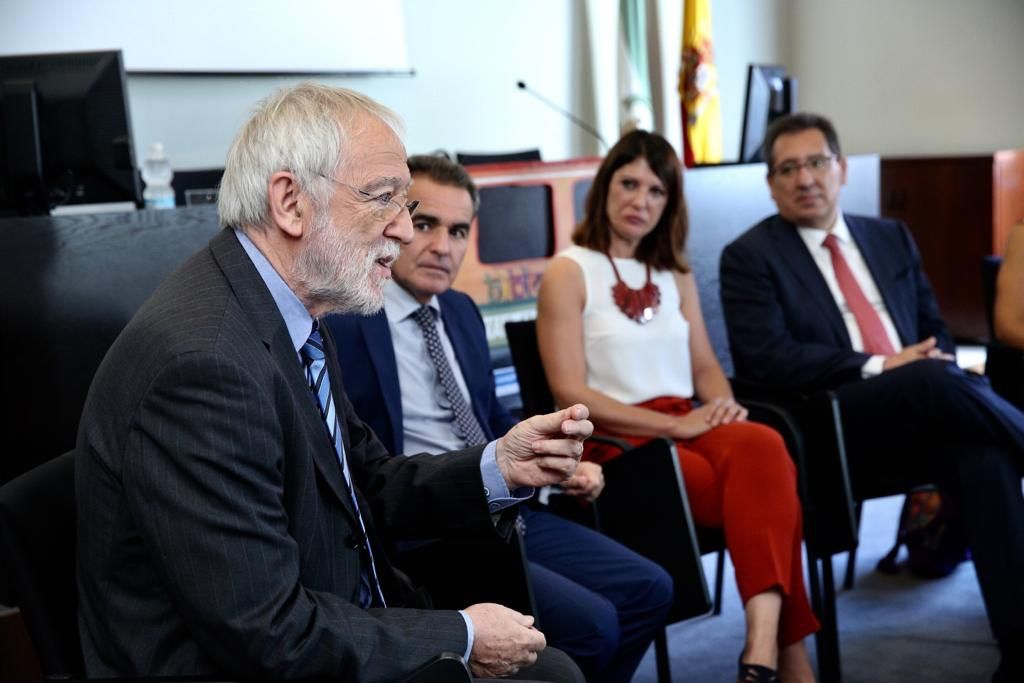 Fundacion Vicente Ferrer, Cajasol y CaixaBank