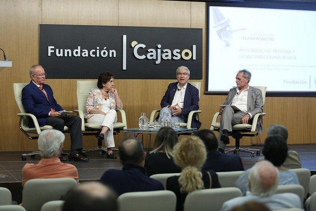 Mesa Redonda Noticias falsas Mentiras y desinformacion interesadas en Sevilla en Fundación Cajasol
