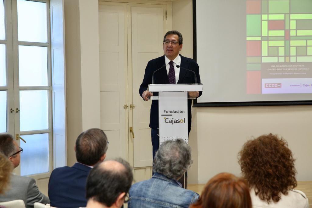 Antonio Pulido Gutierrez presenta convenio con CCOO