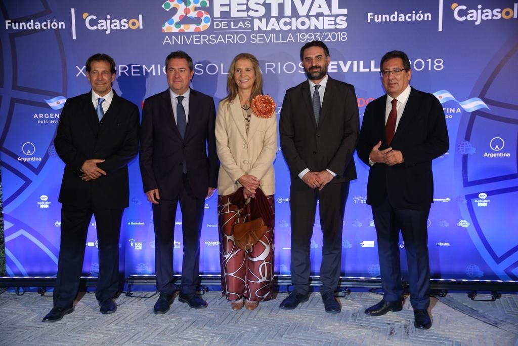 La Infanta Doña Elena en la entrega de Premios Solidarios junto a Antonio Pulido Gutiérrez