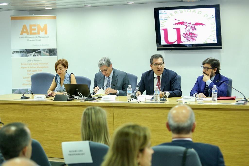 Antonio Pulido en la Facultad de Economicas y Empresariales de la Universidad de Sevilla