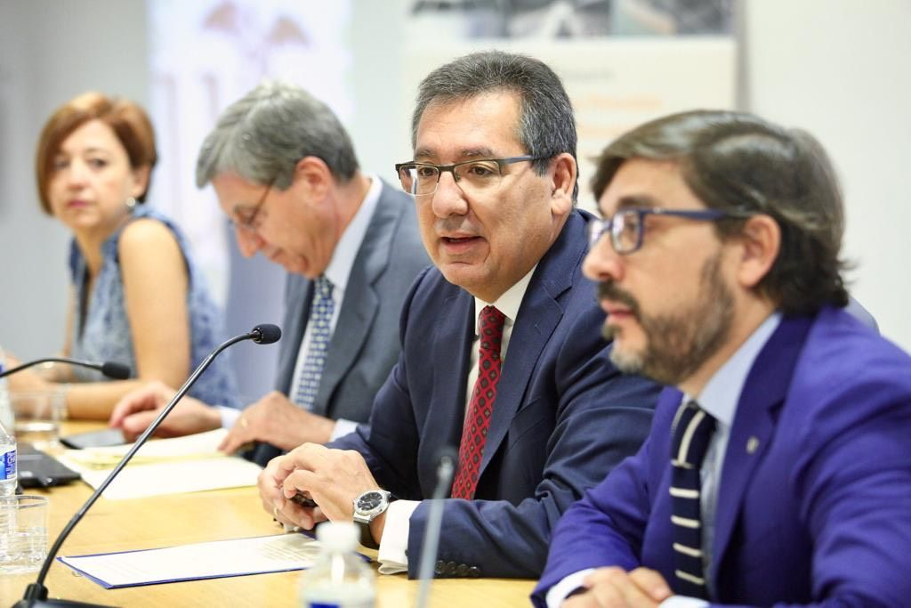 Antonio Pulido Gutiérrez en la jornada Retos de la Economía Española