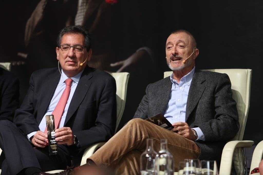 Arturo Perez Reverte y Antonio Pulido Gutiérrez