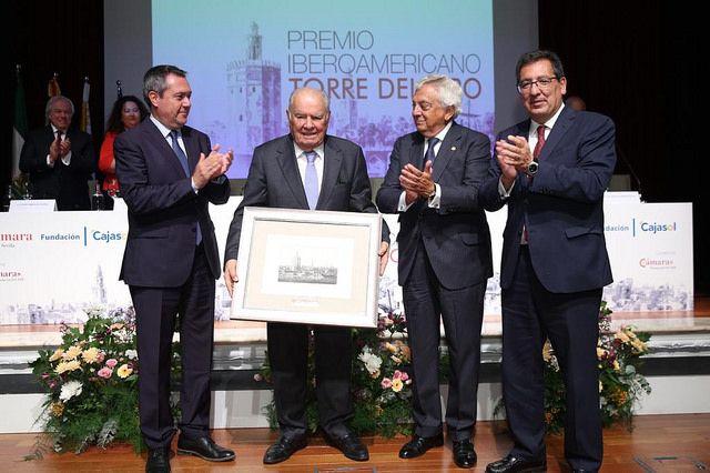 Entrega Premio a Enrique Iglesias