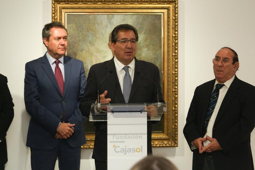 Antonio Pulido en la inauguración de la exposición de Juan Valdés en la Sala Murillo