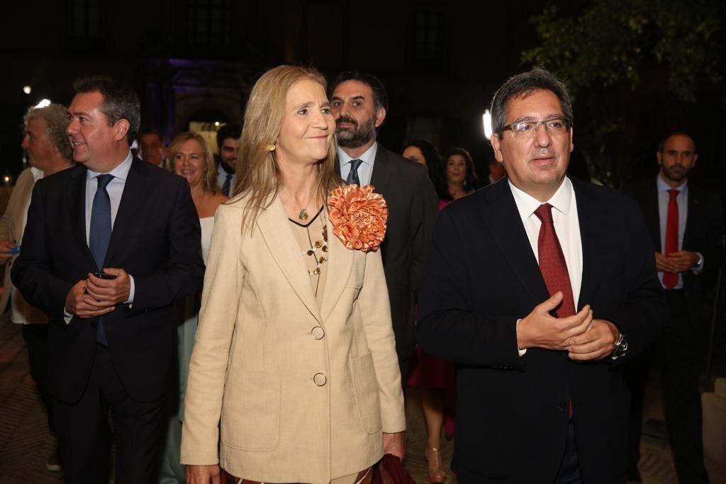 Antonio Pulido y la Infanta Doña Elena en Sevilla