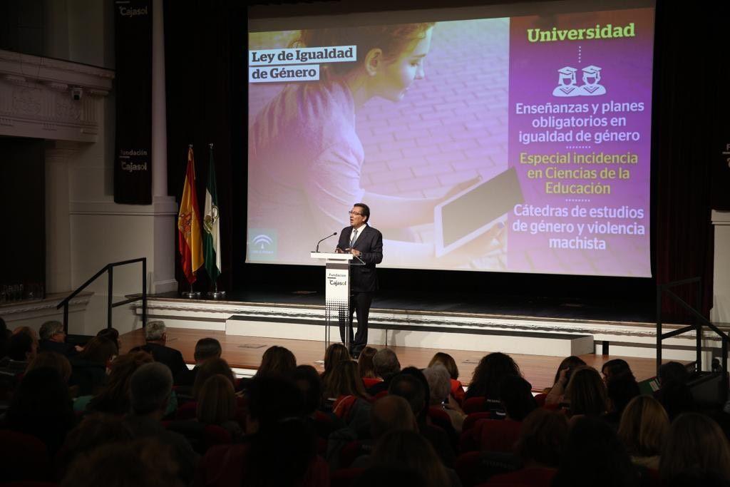 Antonio Pulido en el acto de presentación de la Ley de Igualdad de Género de Andalucía