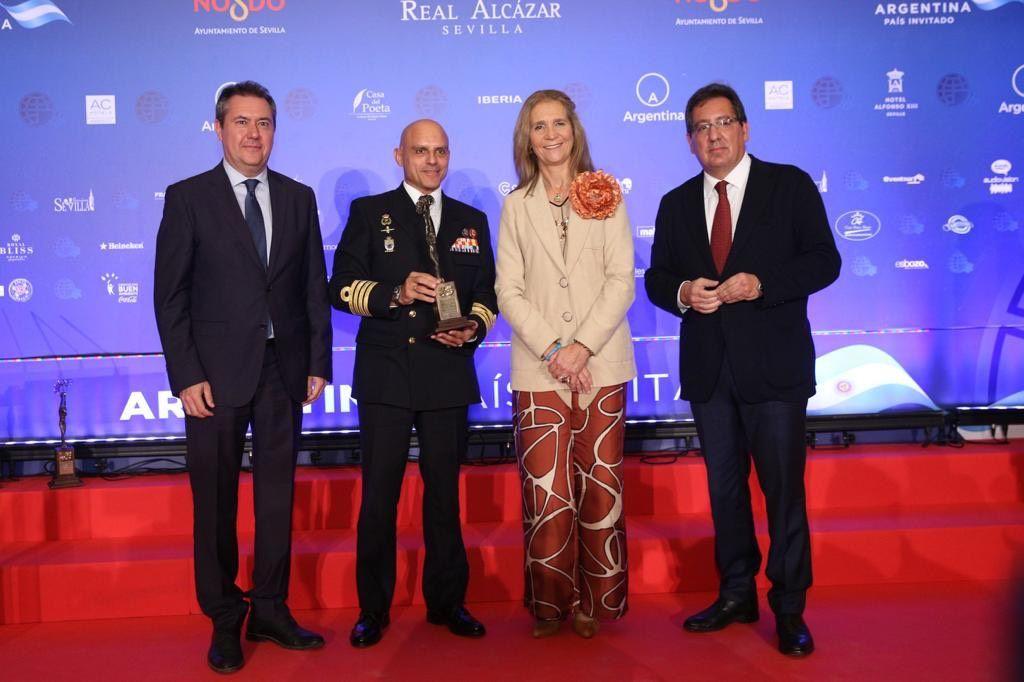 Infanta Doña Elena y Antonio Pulido en la entrega de Premios Solidarios