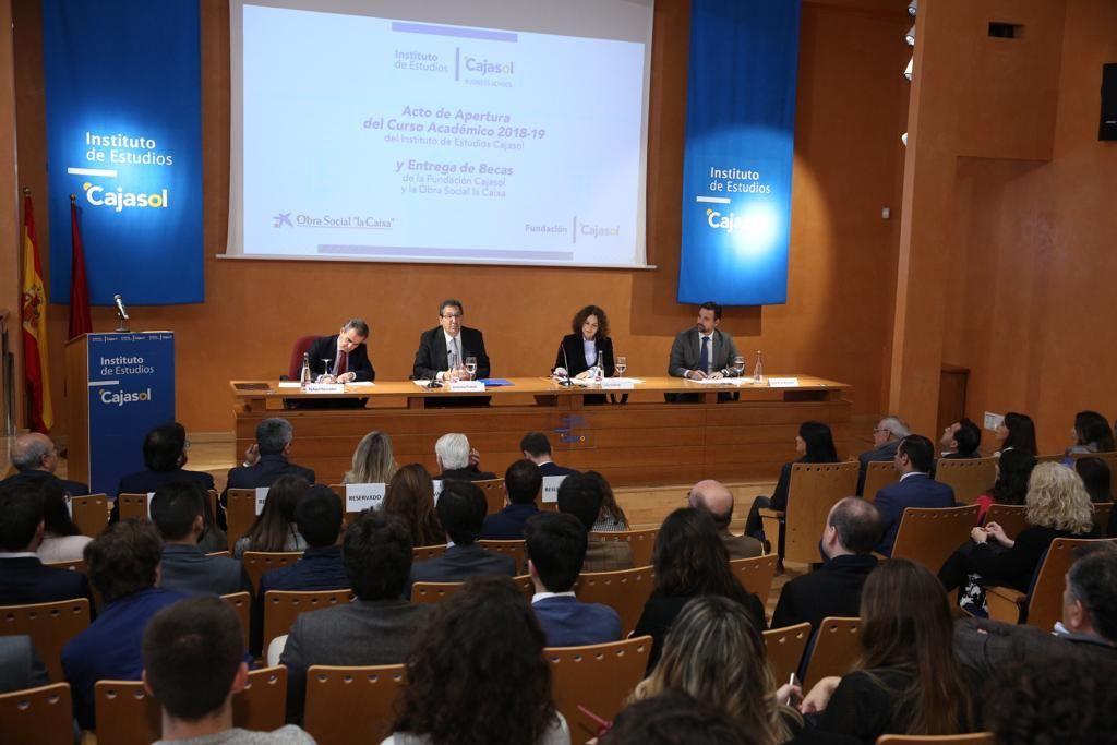 Antonio Pulido en la apertura de curso del Instituto de Estudios Cajasol