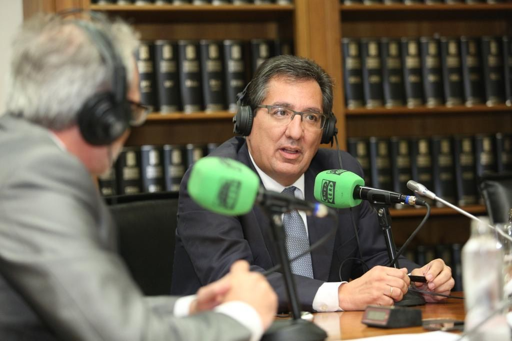 Antonio Pulido habla con Manuel Prieto