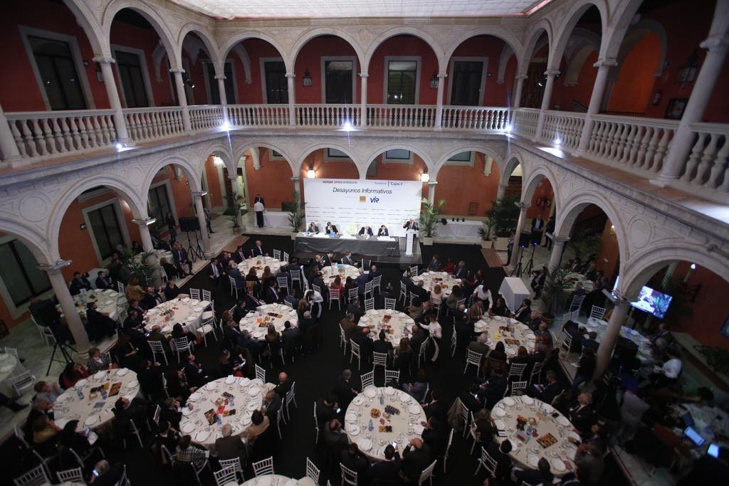 Cajasol acoge una conferencia de Felipe González