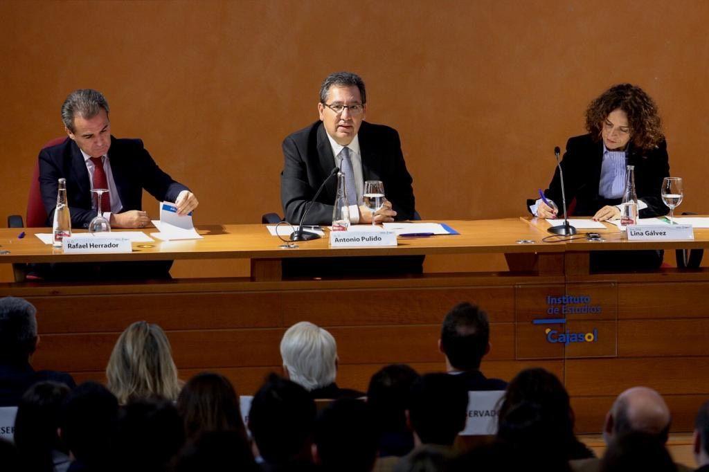 Cajasol y CaixaBank entregan becas del Instituto de Estudios Cajasol