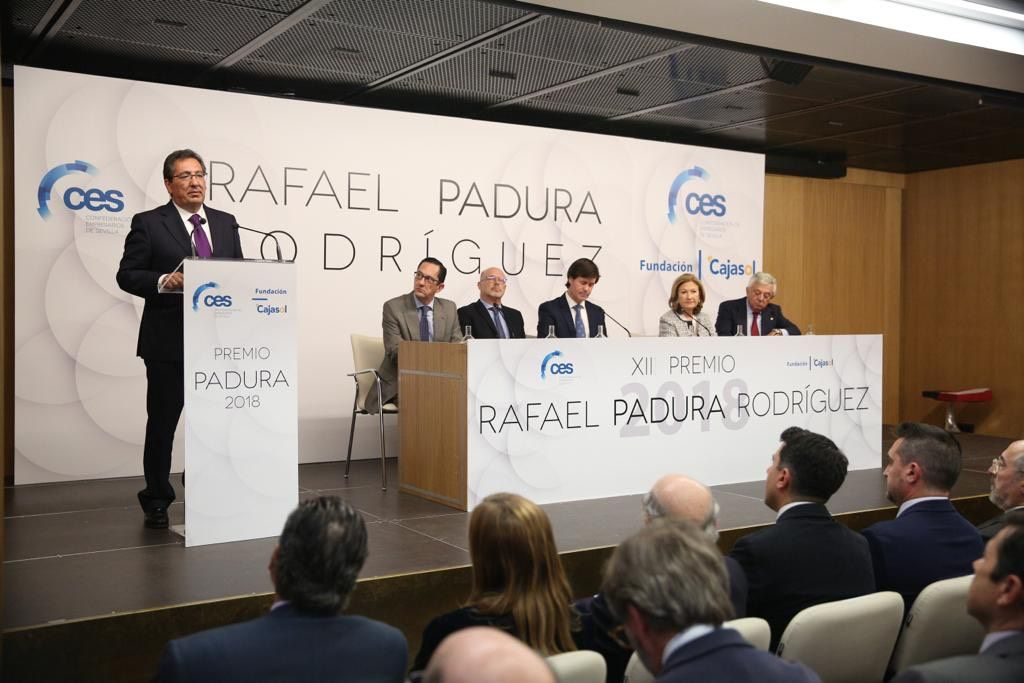 Antonio Pulido y empresarios sevillanos entregan el Premio Rafael Padura