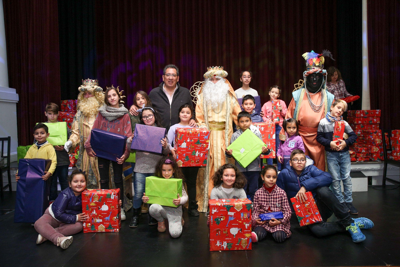 Antonio Pulido en la campaña Un juguete, una ilusión en Fundación Cajasol