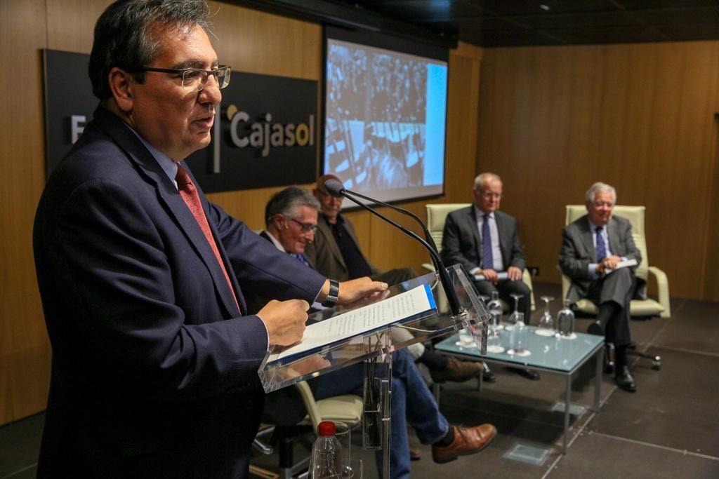 Antonio Pulido interviene en la presentación del libro Los periodistas estábamos allí