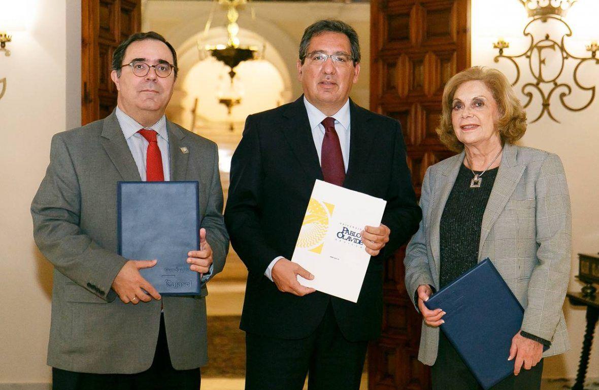 Universidad Pablo de Olavide y Cajasol renuevan colaboración