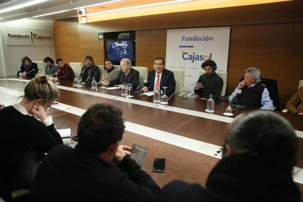 Antonio Pulido, presidente de la Fundación Cajasol, y Manuel Herrera han presentado la programación de primavera 2019 de los Jueves Flamencos en Sevilla.