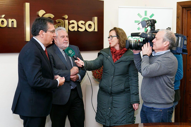 Antonio Pulido y Joaquín Durán atienden a periodistas de Canal Sur