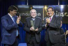 Premio Gota a Gota De Pasión a José Vilaplana, obispo de Huelva