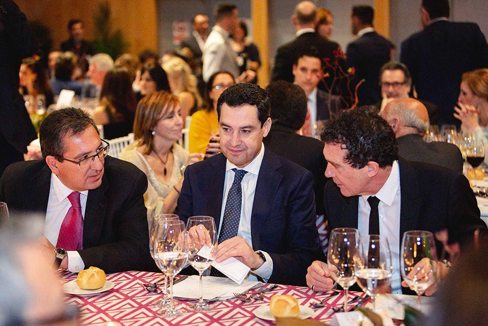 Mesa presidencial Antonio Pulido, Juan Manuel Moreno y Antonio Banderas