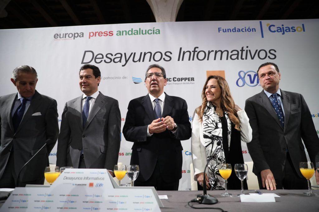 Juan Manuel Moreno, Antonio Pulido y Teresa Jiménez-Becerril en Cajasol