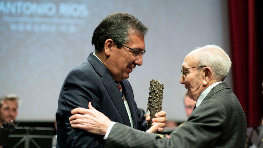 Fundación Cajasol entrega premio a Antonio Ríos Ramos