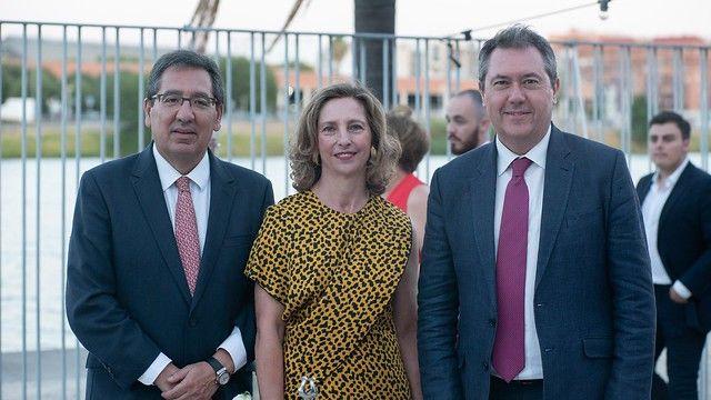 Foto de familia Gala Solidaria Autismo Sevilla