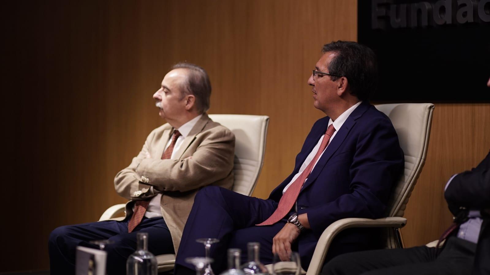 Presidente de Fundación Cajasol, en presentación de Luces de ciudad6-26-23-52-13 (1)