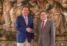 Fundación Cajasol renueva la colaboración con el Club Agrupación de Voleibol Esquimo