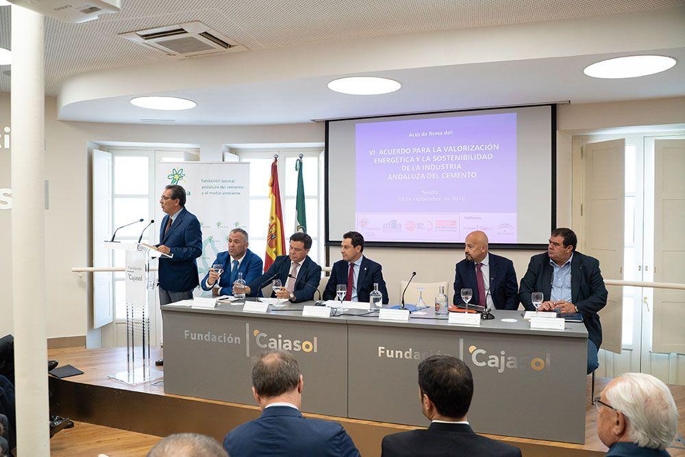 Antonio Pulido interviene en el acto de la Fundación Flacema en Cajasol