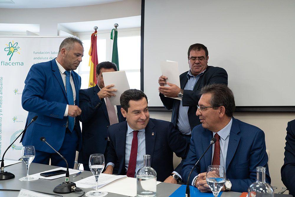 Antonio Pulido, Presidente de la Fundación Cajasol, y Juan Manuel Moreno Bonilla, Presidente de la Junta de Andalucía