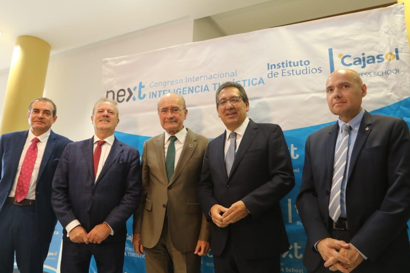 Foto de familia Instituto de Estudios Cajasol