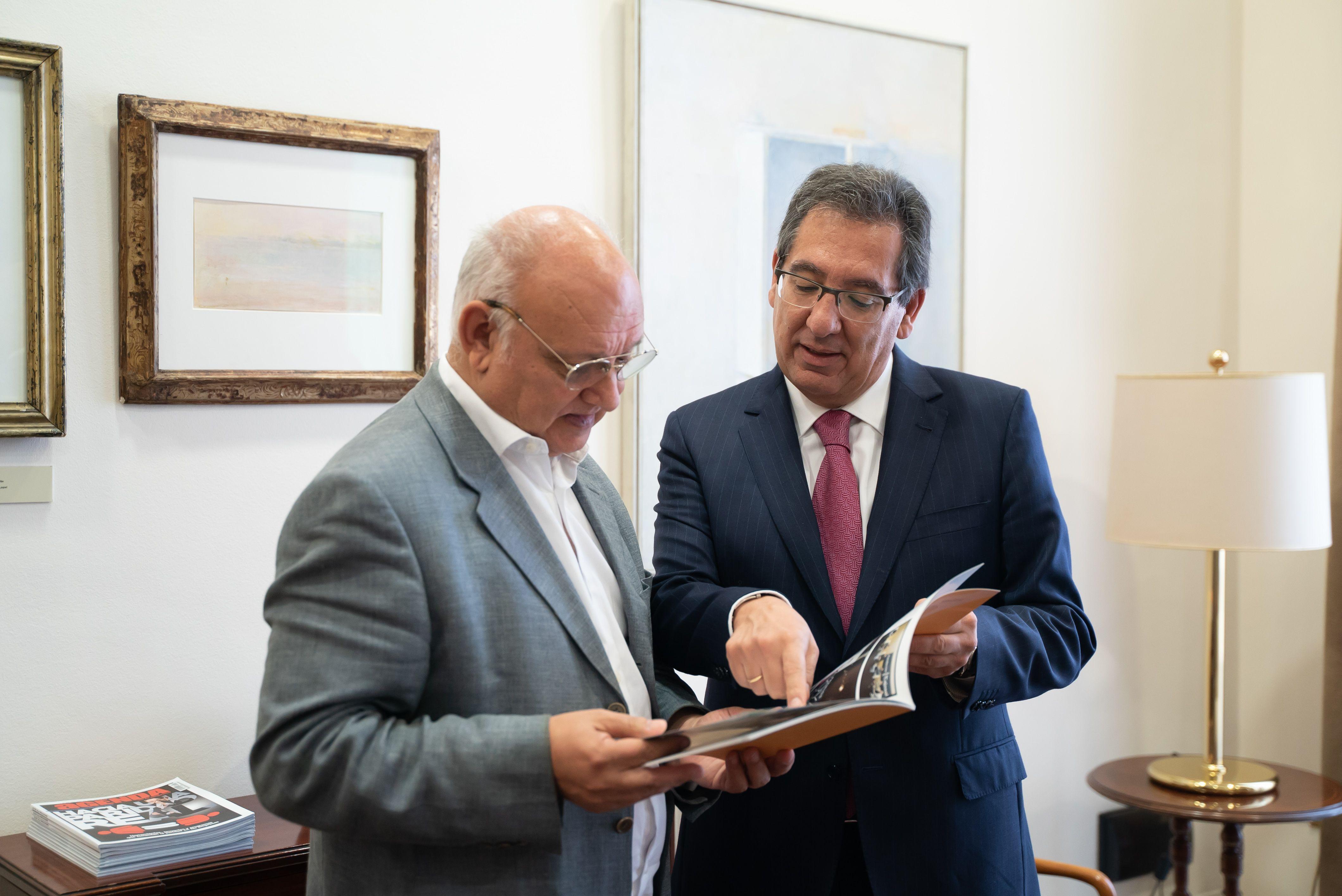 Presidente de la Fundación Cajasol Antonio Pulido y Antonio Checa
