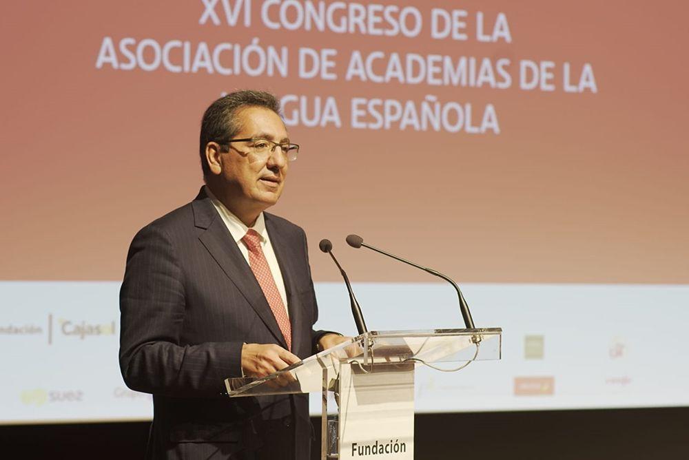 Antonio Pulido presenta el Congreso de Academias de la Lengua en Fundación Cajasol