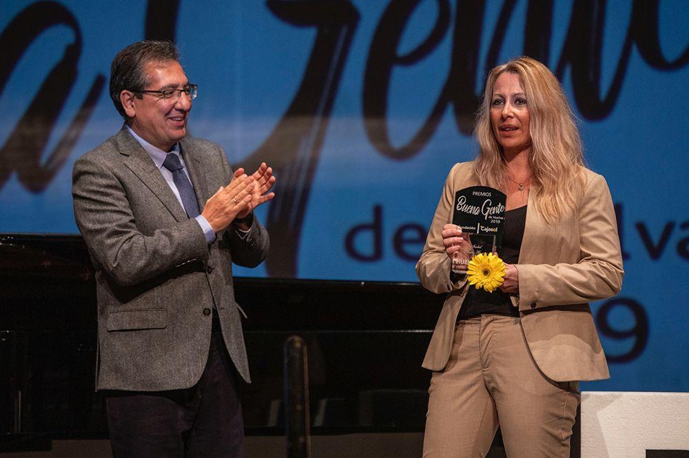 Antonio Pulido entrega premio